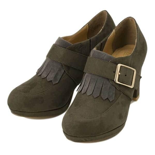 【2017年版】今年のトレンドカラーは?最新流行カラーを靴に取り入れて、足元美人になろう!
