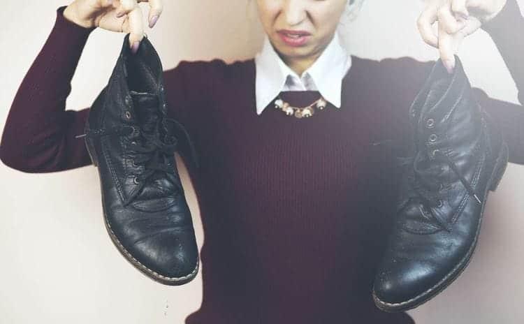 お気に入りの靴だから……臭いたくない!! 今すぐできる『脱臭方法』&『靴を蒸れにくく履く方法』
