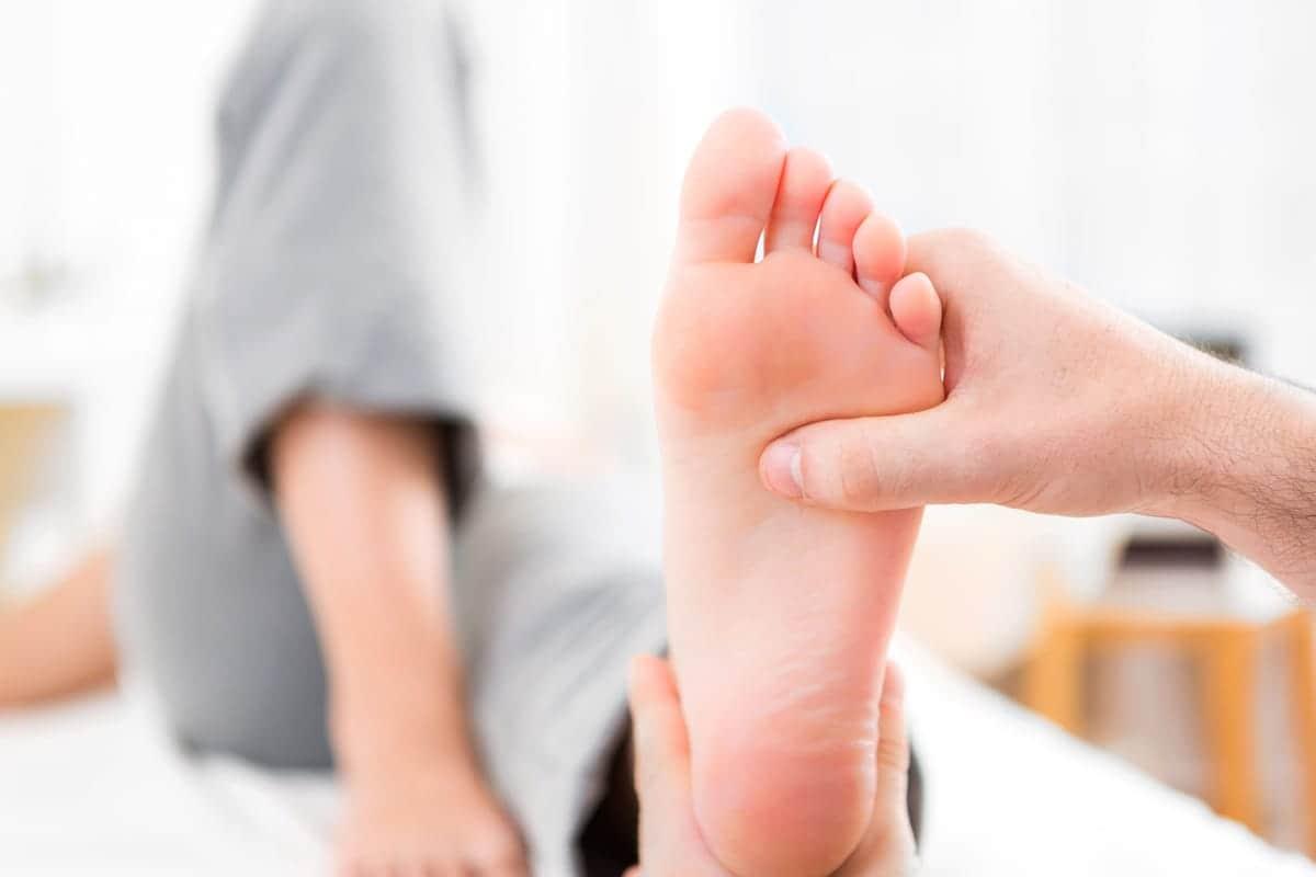 痛みの原因は靴かも?足の健康に大きく関わる土踏まずの役割