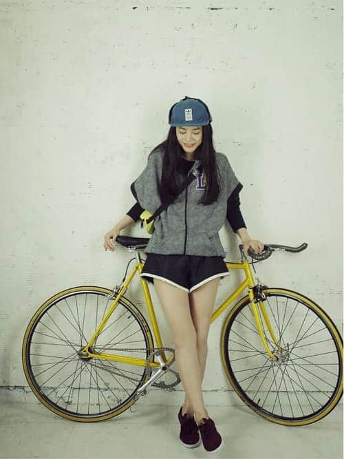 自転車×ファッション、スカートでOK? 動きやすくてオシャレな秋のサイクリングコーデ