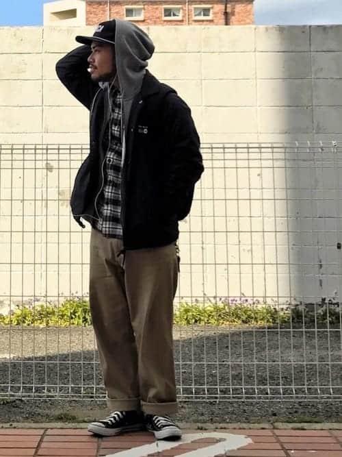 """秋冬カジュアルコーデの定番、""""コーチジャケット""""を使ってつくるクールなメンズコーデ"""