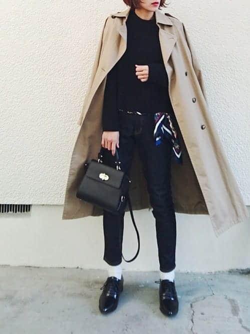 刺繍ジャケット×ブラックスニーカーなど、『アウター×靴』が決まれば早い秋のコーデ