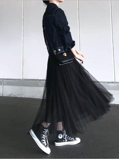 """ベレー帽など小物アイテムがポイント!! スニーカースタイルでも""""女性らしい""""オシャレコーデ"""