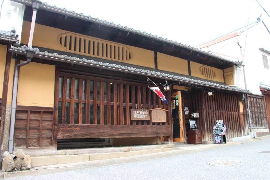 ダナーで行く古都の街歩き 絶品のパン、指定文化財の宿との出会い ~奈良県・ならまち地区~