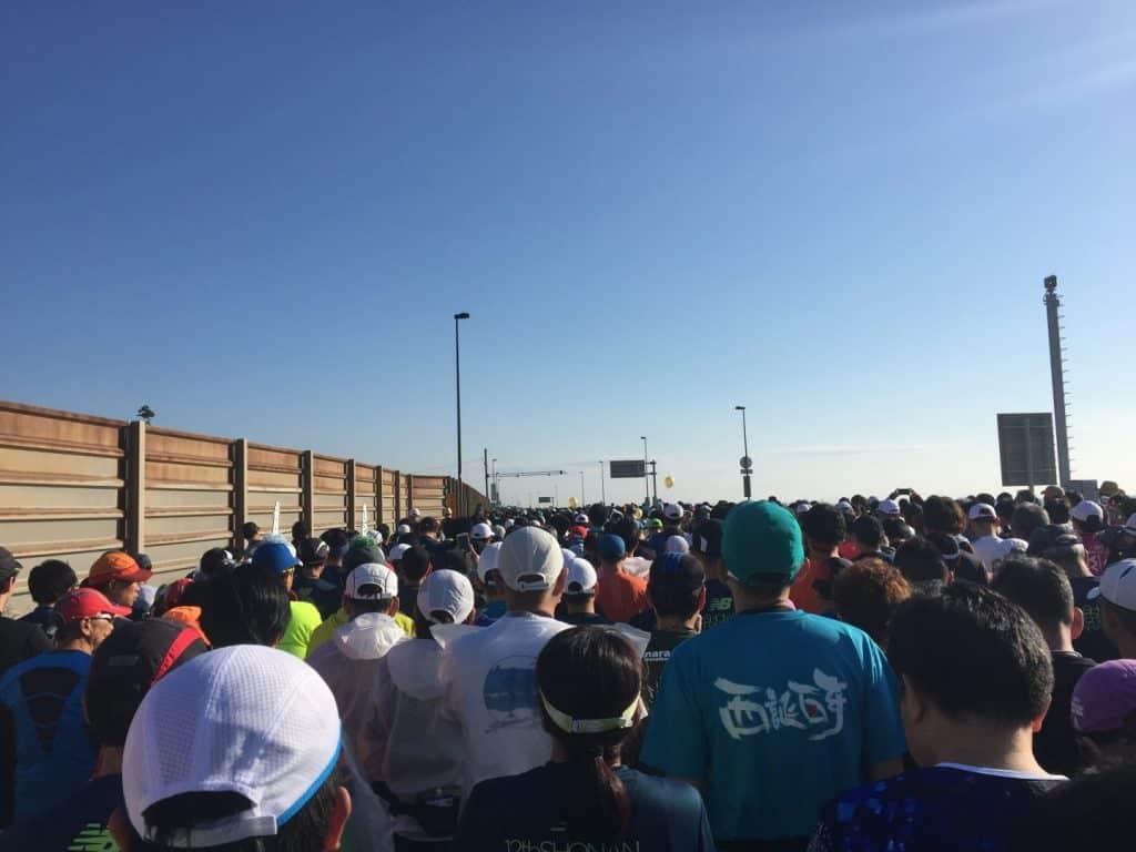ニューバランスのウエアであふれた『湘南国際マラソン 2018』、 苦しいレースほどお気に入りのウエアでを乗り切ろう!!
