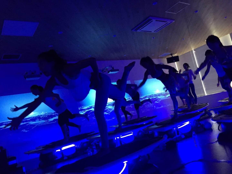 長続きするダイエット成功の秘訣は娯楽性!? 『暗闇ボクシング』『VR自転車』『屋内サーフィン』