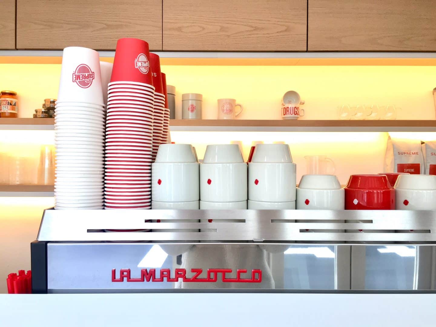 """""""コーヒーは足元から!""""のバリスタソックスが可愛い! おしゃれコーヒー店『COFFEE SUPREME』"""