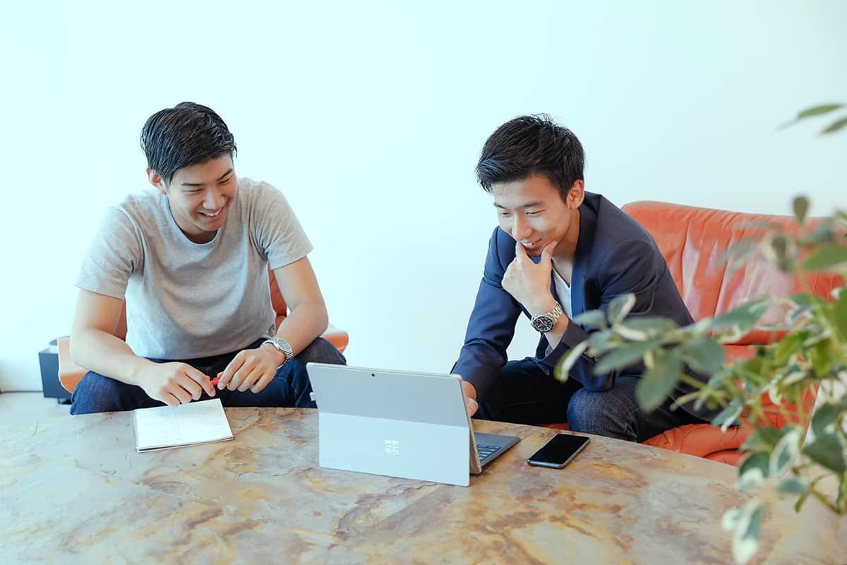 ホーキンスのビジネスシューズを体験! NewsPicksのイベント運営担当・河嶋楓雅さんにインタビュー