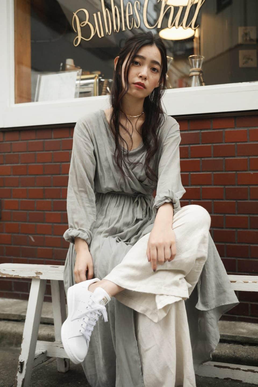 2018年秋のファッショントレンド予想! モデル・阿久津ゆりえが提案する、テーマ別スニーカーコーデ特集