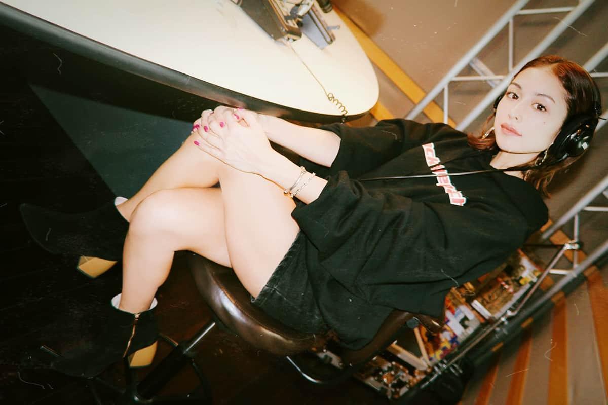 """『ウォークインクローゼット』Vol.55 """"Chasin' feat. IO""""MVで久しぶりの役者BENI登場。ハラハラドキドキの演技に注目!"""