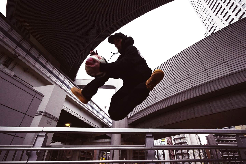 新しいスポーツの歴史を切り開く。日本一そして世界一のフリースタイルバスケットボーラー・ZiNEZ a.k.a KAMIKAZEが描く、フリースタイルと自分の未来。