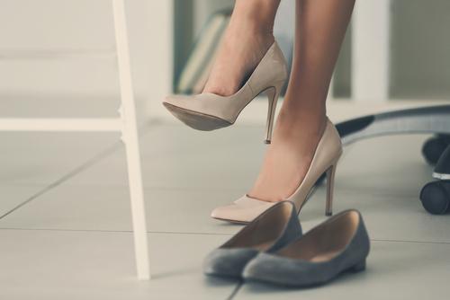 気になる女性の足ムレ&臭いニオイ……。手軽にできる対策まとめ