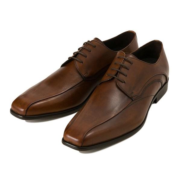 オンのスーツスタイルにもオフのジャケットスタイルにも活躍する靴とは
