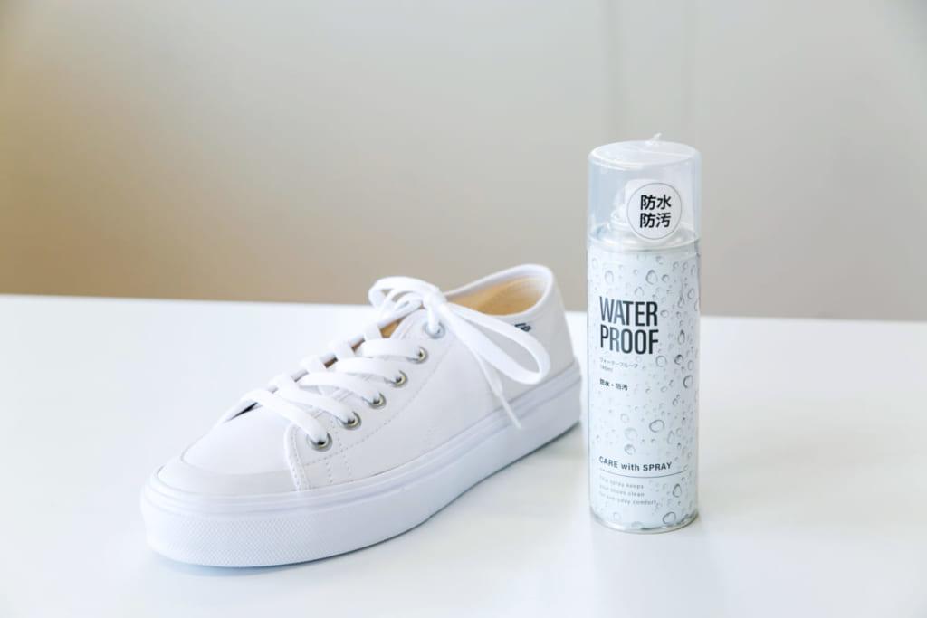 専門家に聞く!〈キャンバス素材〉の白スニーカーの汚れは「消しゴム」でスグ対処を