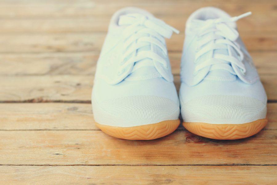 """エマ・ワトソンの足元に""""白いスニーカー""""、セレブも愛するスニーカーの存在"""