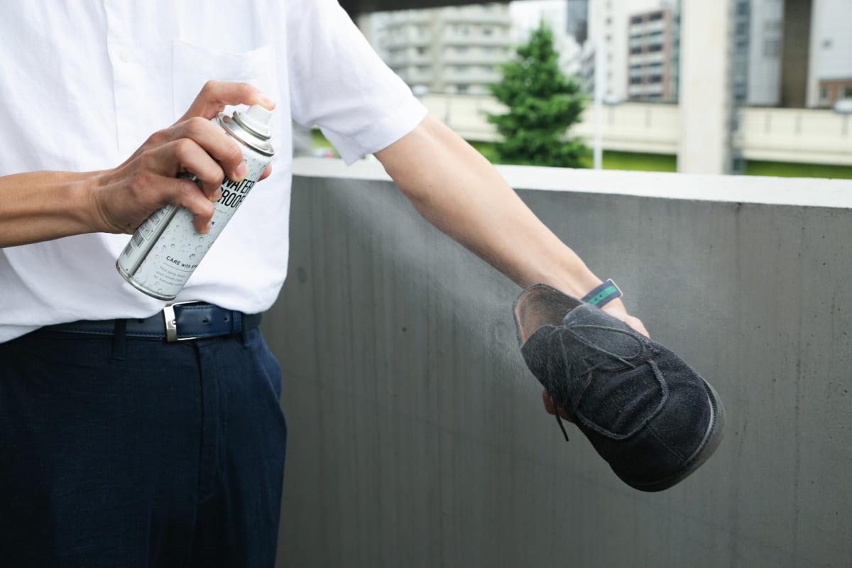 『靴への防水スプレー』安全な使い方は?専門家に聞く!