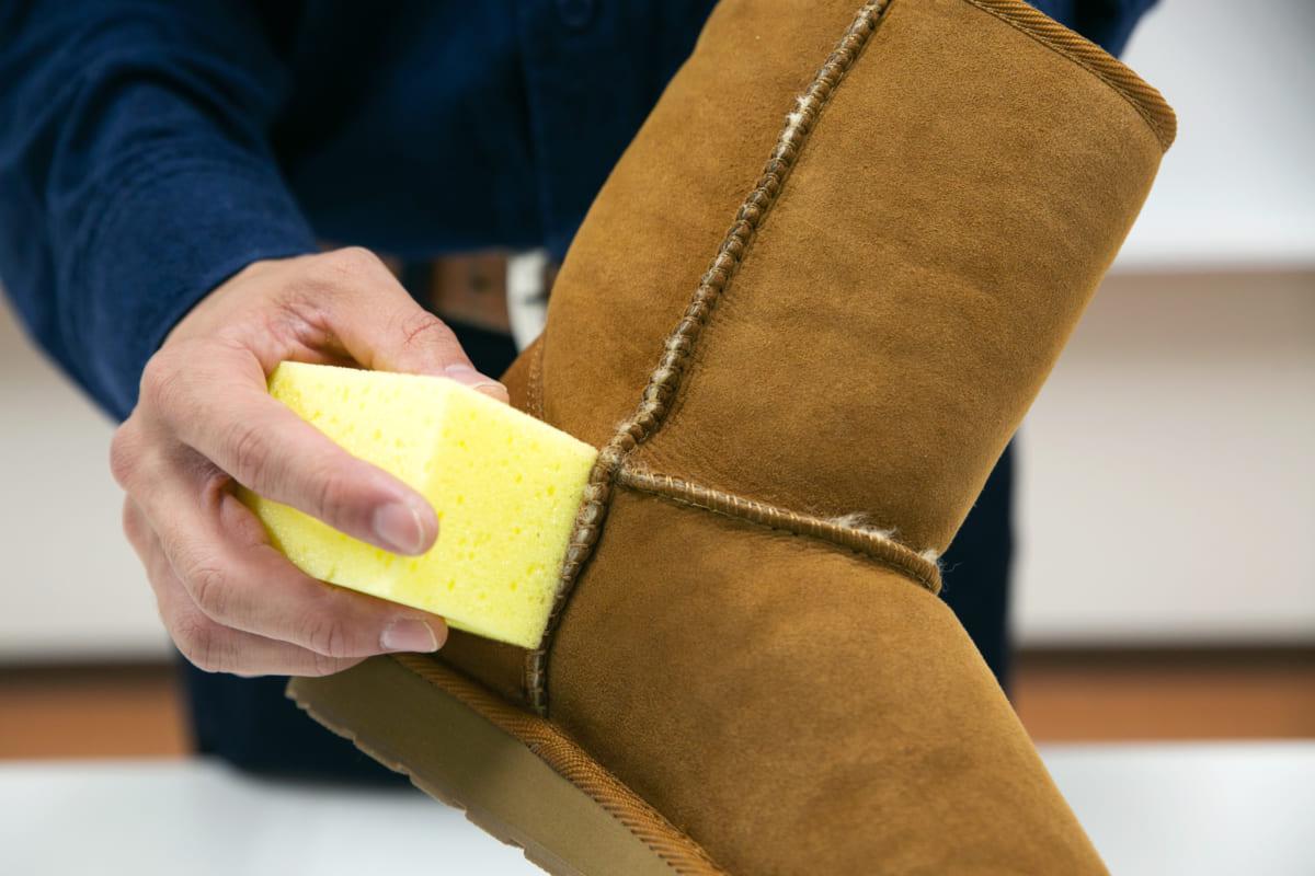 正しいケアで長く愛せるブーツに【ムートン調素材】