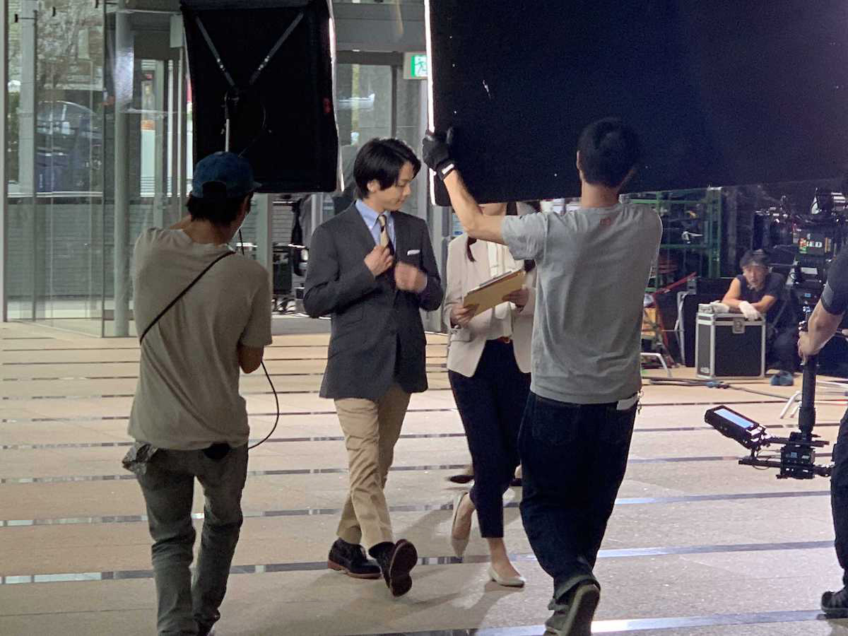 <潜入レポート>オンもオフも一つのシューズで。俳優・中村倫也が出演するホーキンス・トラベラーTVCM収録舞台裏!