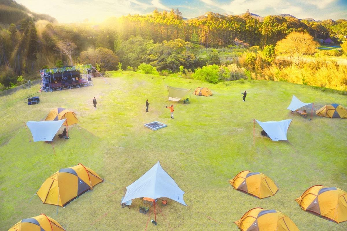 ファミリーで行きたい! 2020年・新オープンのキャンプ場&アウトドアシーンで履きたいシューズ12選
