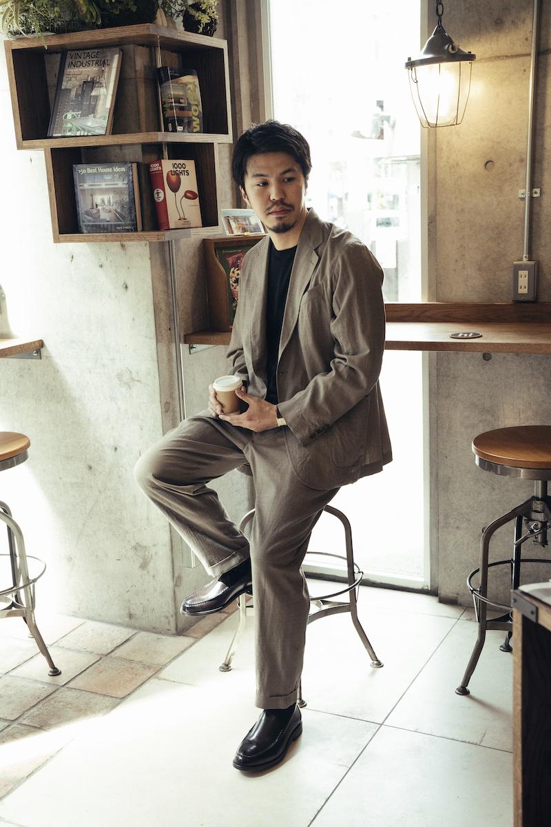 スタイリスト・秋山貴紀さんに聞く! 大人向けローファー×オフィスカジュアルコーデの基本