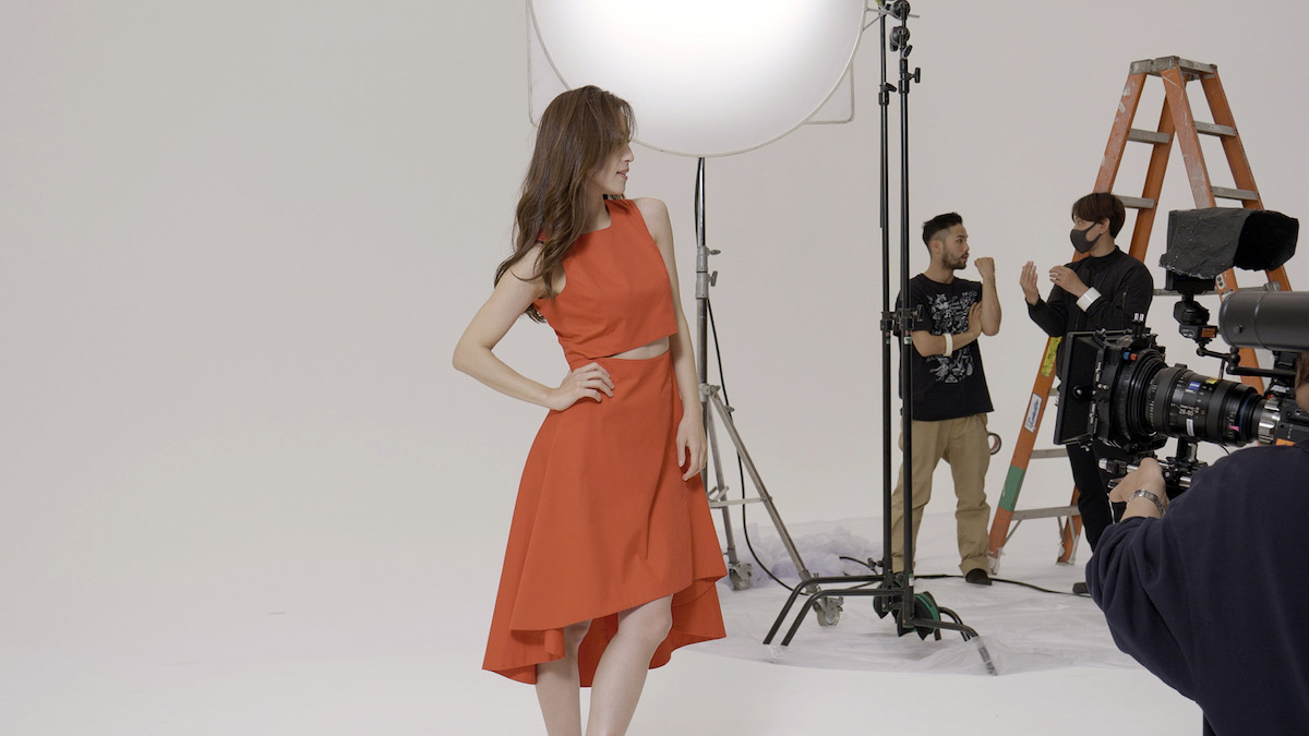 中村アンがリーボック新作スニーカーを美しく履きこなす!スタイリッシュなTVCM撮影オフショット&インタビュー<潜入レポート>