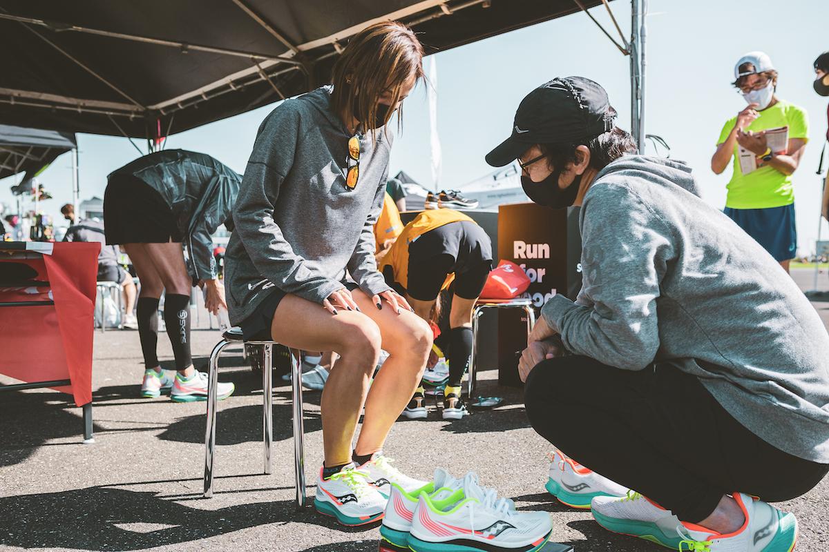 マラソンランナーモデル・佐野千晃がサッカニーのシューズを試し履き!&インタビュー<クリール・シューズトライアル2020>レポート