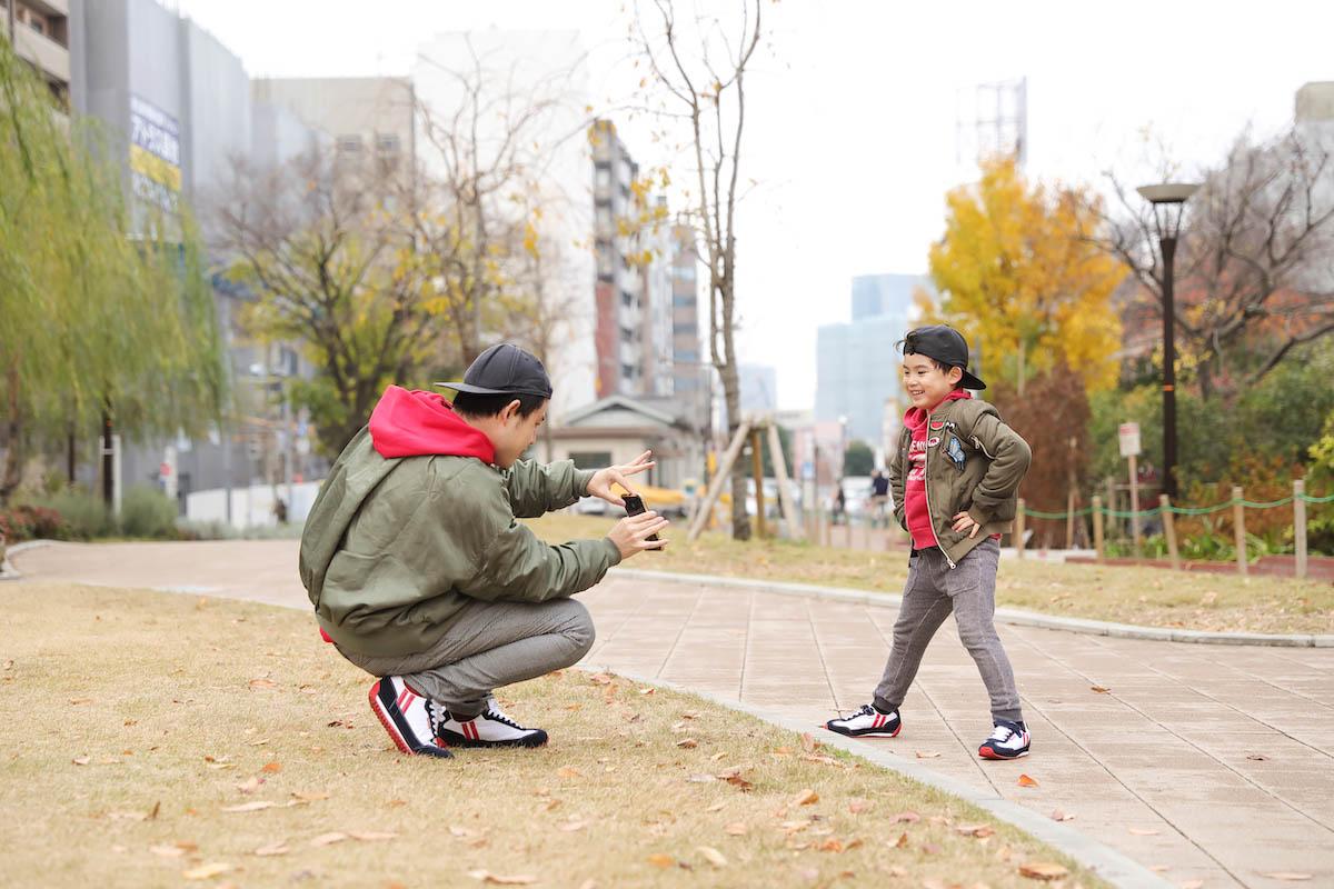 「秒で暗記!漢字ドリル」が話題! オジンオズボーン・篠宮暁の秋冬パパ&子どものファミリーリンクコーデ術&インタビュー