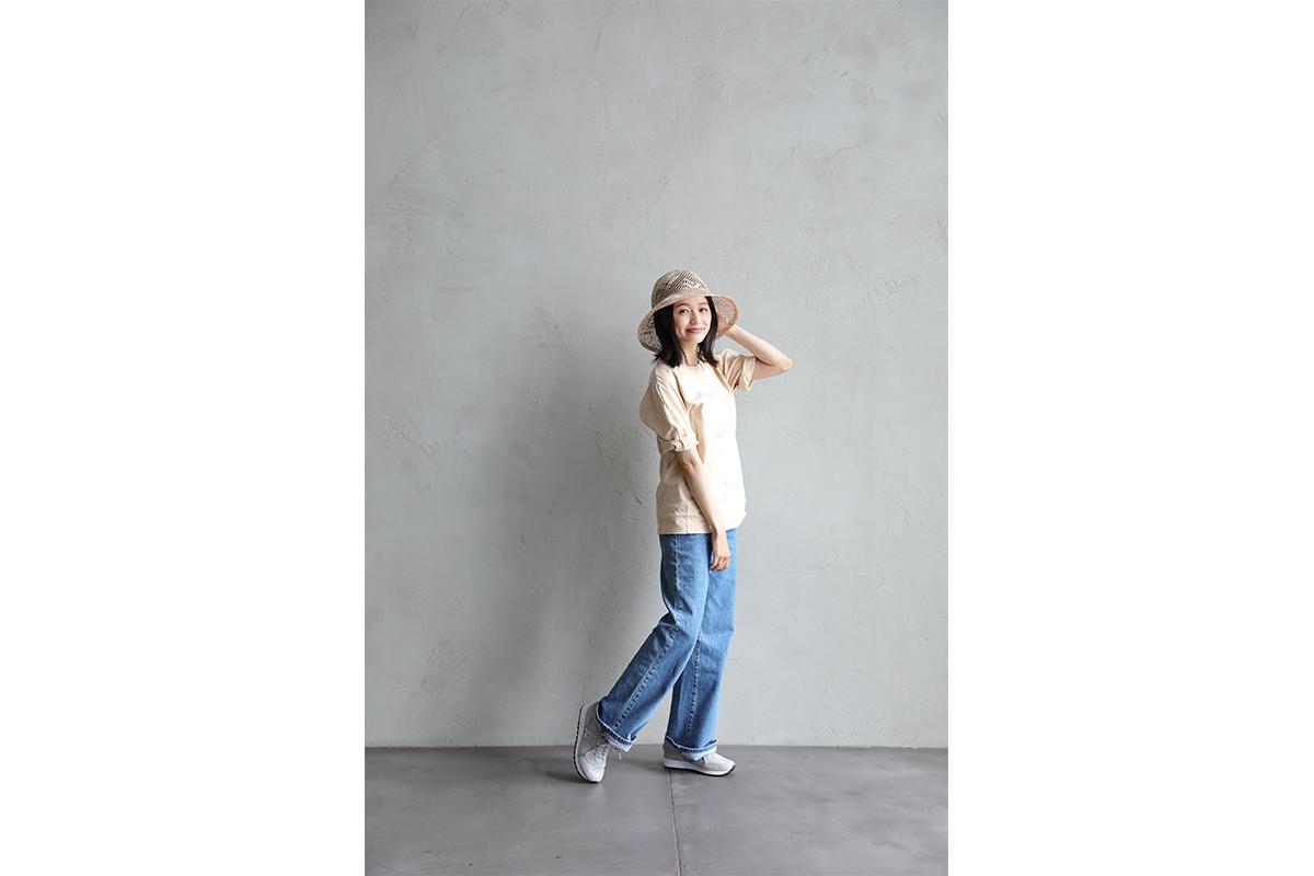 モデルの江本るり恵が着こなす、最旬スニーカーコーデ! この夏履きたいSAUCONY・JAZZ 81